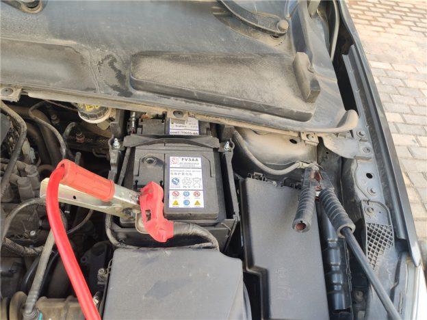 电瓶搭电,也是汽车亏电搭电方法